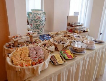 Rich breakfast buffet with fresh croissants, homemade desserts, organic corner and gluten-free products.